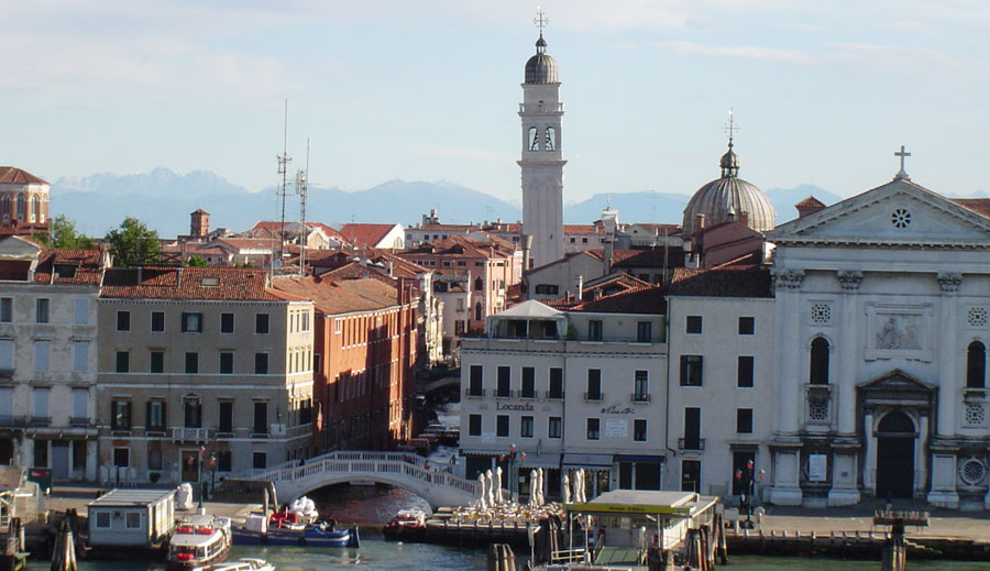 how to get from train station to hotel in venice